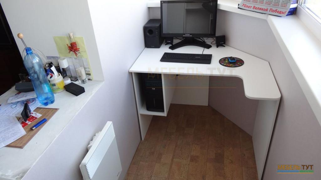 Компьютерный стол своими руками на балконе 29